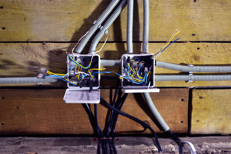 Электрика в квартире и дома своими руками